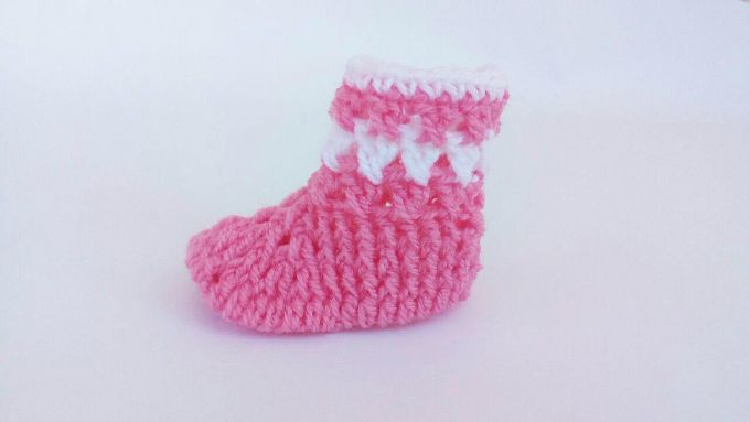 crochet baby booties finishing