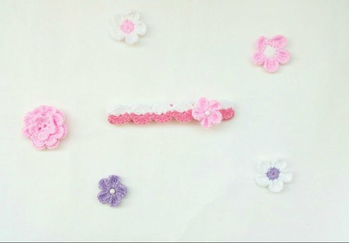 crochet baby headband with flower 2